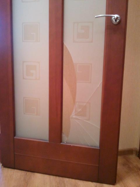 замена разбитого стекла в дверь